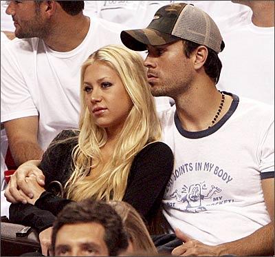 Enrique Iglesias and His Girlfriend