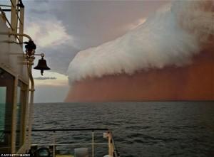 E rrallë, stuhi rëre në Australi