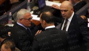 CirkuCirku në Kuvend e Kosovës, cirk rreth tij