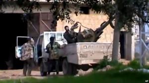 Rebelët sulmojnë aeroportin ushtarak