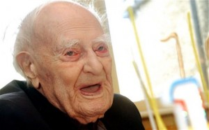 Vdes burri më i moshuar në Angli
