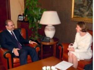 Kërcënimi çek, Haxhinasto takon ambasadoren Tomasova
