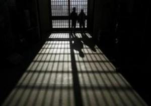 Itali, tre shqiptarë tentojnë të arratisen nga burgu i Algherit