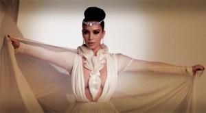 Kardashian tregon gjoksin për revistën arabe