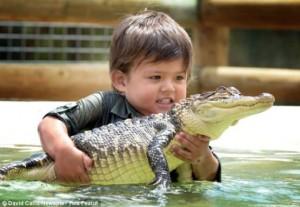 3-vjeçari që merret me krokodilët