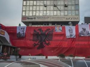 Shqiptarët në Shkup protestuan kundër Daçiqit