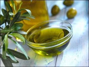 Hiqni kilet e teperta duke pire vaj ulliri
