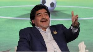 """Diego Armando Maradona """"sulmon"""" mbrojtësin Campagnaro"""