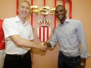 Eric Abidal e firmos me Monaco