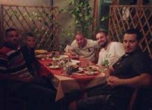 Reperat kosovar presin iftarin së bashku