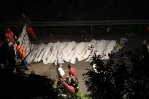 Itali, autobusi bie në humnerë, 36 të vdekur