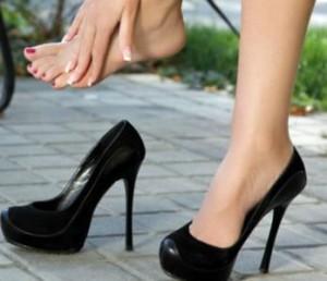 Si t'i zgjeroni këpucët e ngushta?