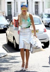 """Rita Ora """"bllokonë"""" trafikun"""