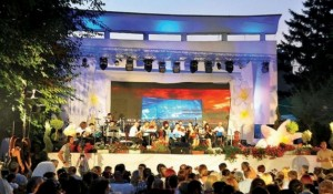 """Festivali """"Zambaku i Prizrenit"""", me kërcime e këngë """"playback"""""""