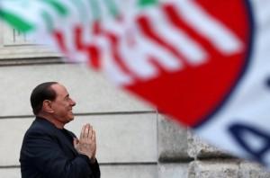 """Silvio Berlusconi """"mban peng"""" qeverinë italiane"""