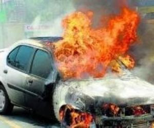 Shpërthen makina në Vlorë, plagoset shoferi