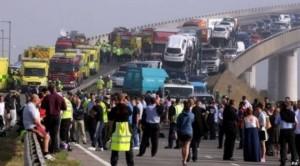 Mbi 100 makina përfshihen në aksidentin e shkaktuar nga mjegulla