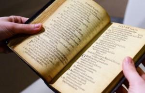 Libri i psalmeve shitet me një çmim rekord në ankand