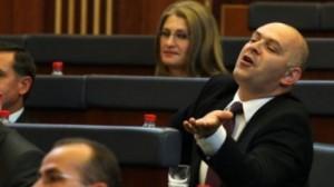 Ardian Gjini lut deputetët për mocionin