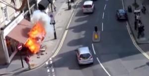 Shpërthen trotuari në Londër