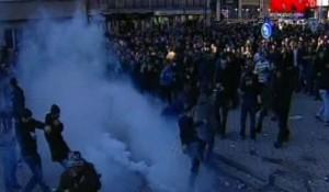 Arrestohen 33 protestues, 29 policë të lënduar