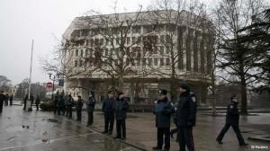 Njerëz të armatosur marrin nën kontroll Parlamentin e Krimesë