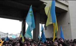 Krimea: Okupohen ndërtesat qeveritare, vendosen flamujt rus