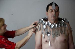Njeriu-magnet nga Bosnja!