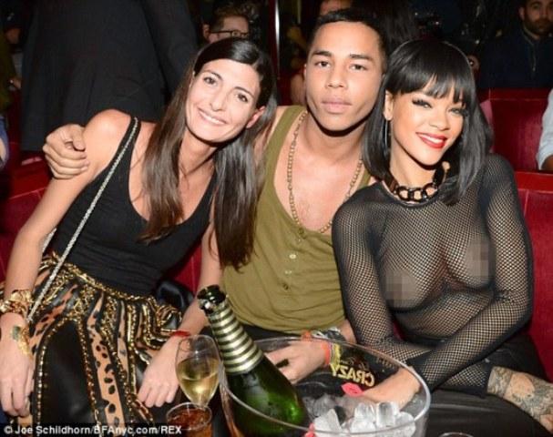 Rihanna tregon më tepër se ç'duhet