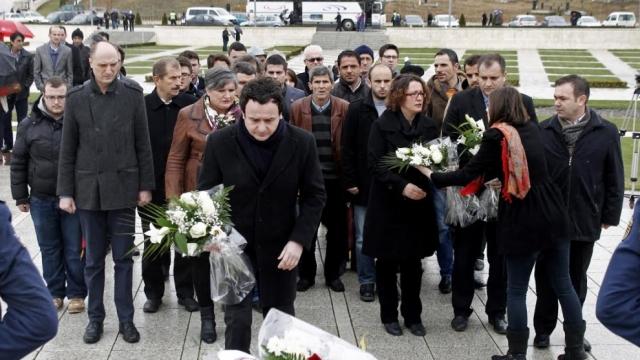 Vetëvendosje homazhe në Prekaz