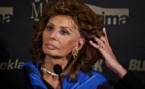 Sofia Loren shfaqet me paruke