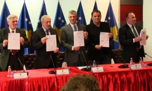 Hashim Thaçi nënshkruan Marrëveshjen Kolektive
