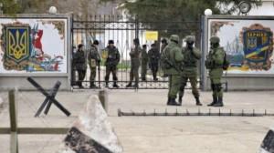Në prag të luftës: Rusët pushtojnë bazat ukrainase në Krime