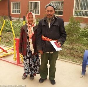 Dashuria nuk njeh moshë…Nusja 113 vjeç martohet me dhëndrin 43 vjet më të ri