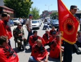 """Veteranët zbarkohen në QKUK në mbrojtje të """"Grupit Drenica"""""""