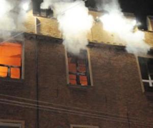 Tiranë, zjarr në një pallat 7-katësh