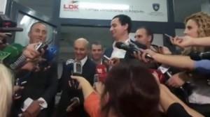 Ja si e bënë të qesh gazetarja serbe, Albin Kurtin