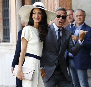 Clooney dhe Alamuddin shfaqen për herë të parë me fotot e dasmës