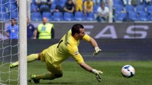 Samir Handanovic mbrojti penaltinë e 6-të radhazi