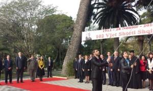 28 Nëntori, peshëngritësit Begaj e Godelli ngrenë flamurin në Vlorë