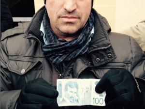 Protestuesi gjen 100 dinarë të Serbisë