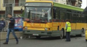 Tiranë, përplaset autobusi i Kasharit me të Kombinatit, 6 të lënduar