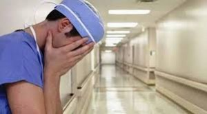 Edhe mjekët e infermierët e lënë Kosovën
