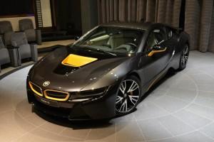 BMW i8 tërheq shumë vëmendje