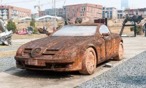 Mercedesi i ndërtuar nga tullat!